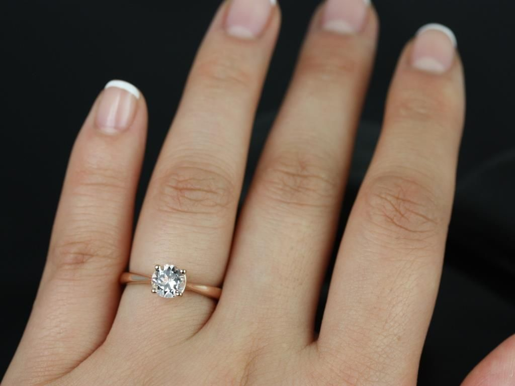 https://www.loveandpromisejewelers.com/media/catalog/product/cache/feefdef027ccf0d59dd1fef51db0610e/f/l/flora_morganite_rose_gold_engagement_ring_5_.jpg