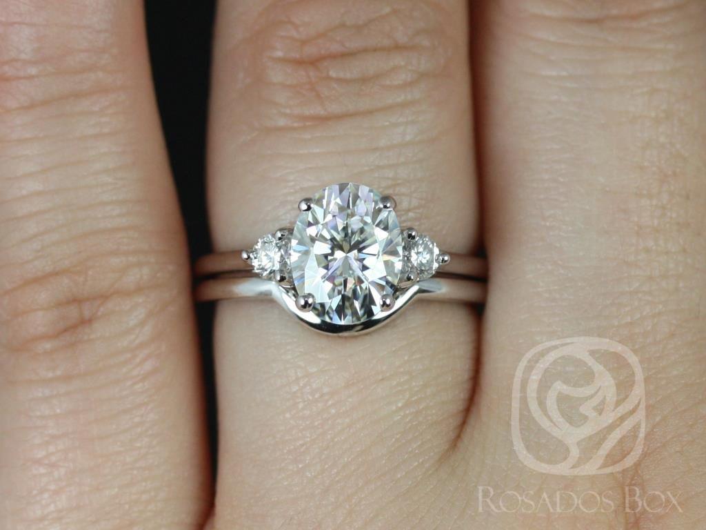 https://www.loveandpromisejewelers.com/media/catalog/product/cache/feefdef027ccf0d59dd1fef51db0610e/g/l/gloria_9x7mm_14kt_white_gold_oval_f1-_moissanite_and_diamonds_3_stone_classic_wedding_set_2__1.jpg