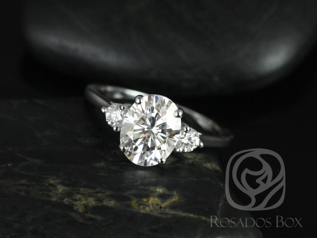 https://www.loveandpromisejewelers.com/media/catalog/product/cache/feefdef027ccf0d59dd1fef51db0610e/g/l/gloria_9x7mm_14kt_white_gold_oval_f1-_moissanite_and_diamonds_3_stone_engagement_ring_2_.jpg