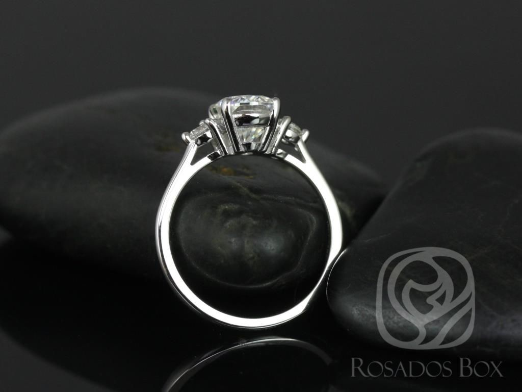 https://www.loveandpromisejewelers.com/media/catalog/product/cache/feefdef027ccf0d59dd1fef51db0610e/g/l/gloria_9x7mm_14kt_white_gold_oval_f1-_moissanite_and_diamonds_3_stone_engagement_ring_3_.jpg
