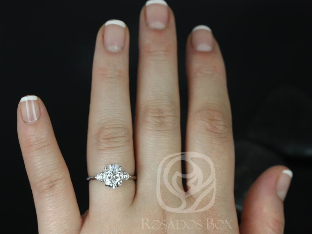 https://www.loveandpromisejewelers.com/media/catalog/product/cache/feefdef027ccf0d59dd1fef51db0610e/g/l/gloria_9x7mm_14kt_white_gold_oval_f1-_moissanite_and_diamonds_3_stone_engagement_ring_5_.jpg