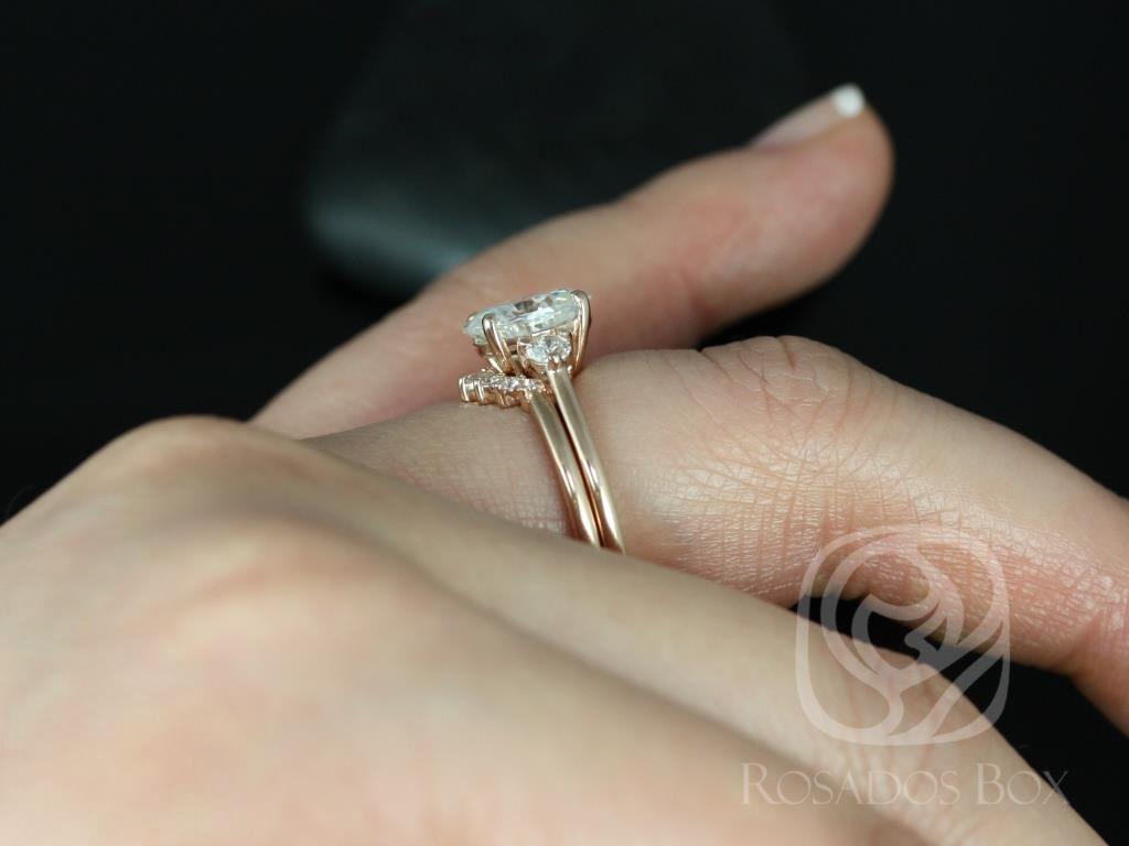 https://www.loveandpromisejewelers.com/media/catalog/product/cache/feefdef027ccf0d59dd1fef51db0610e/g/l/gloria_9x7mm_rayna_14kt_rose_gold_oval_f1-_moissanite_and_diamonds_3_stone_sunburst_wedding_set_1_.jpg
