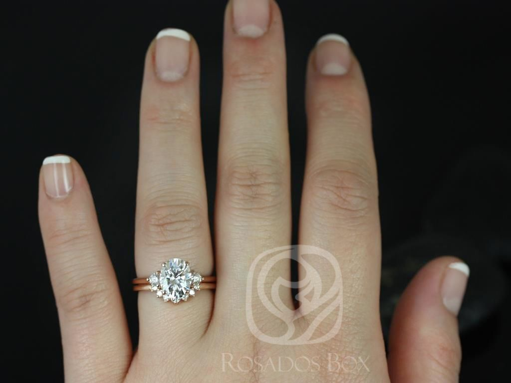 https://www.loveandpromisejewelers.com/media/catalog/product/cache/feefdef027ccf0d59dd1fef51db0610e/g/l/gloria_9x7mm_rayna_14kt_rose_gold_oval_f1-_moissanite_and_diamonds_3_stone_sunburst_wedding_set_3_.jpg