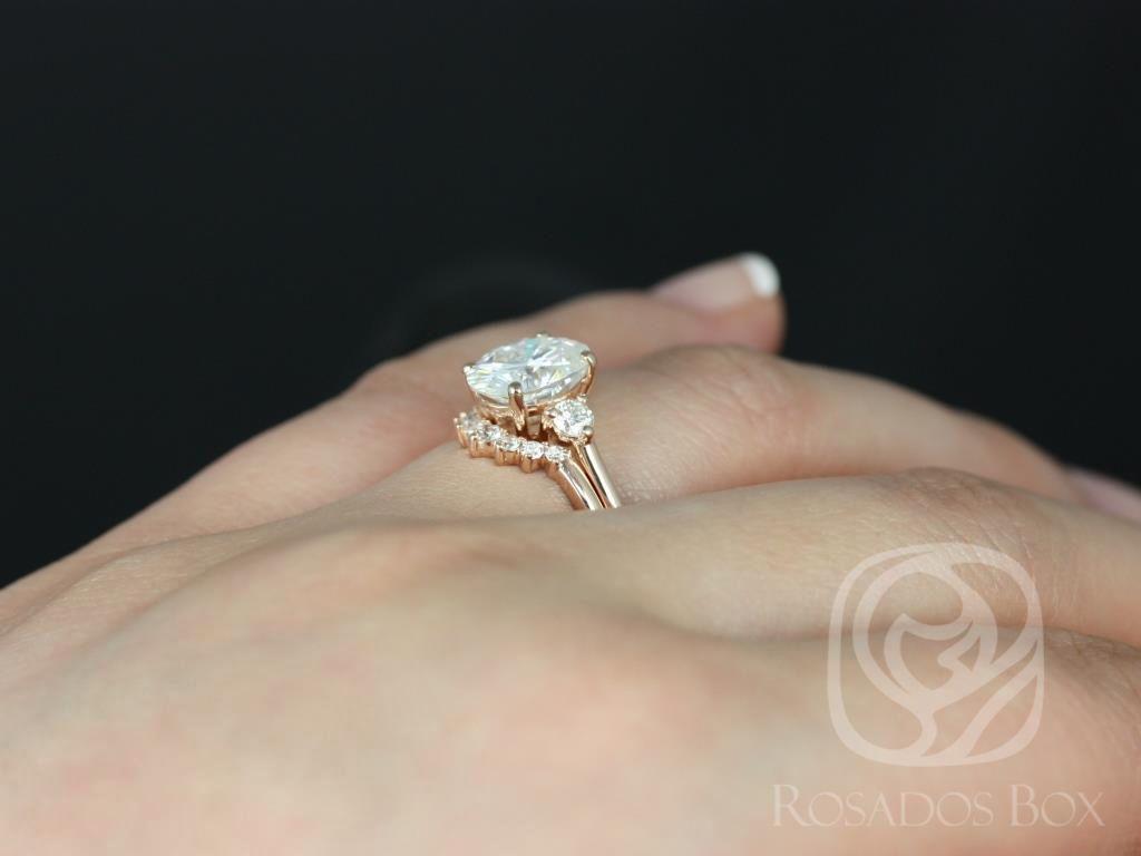 https://www.loveandpromisejewelers.com/media/catalog/product/cache/feefdef027ccf0d59dd1fef51db0610e/g/l/gloria_9x7mm_rayna_14kt_rose_gold_oval_f1-_moissanite_and_diamonds_3_stone_sunburst_wedding_set_4_.jpg