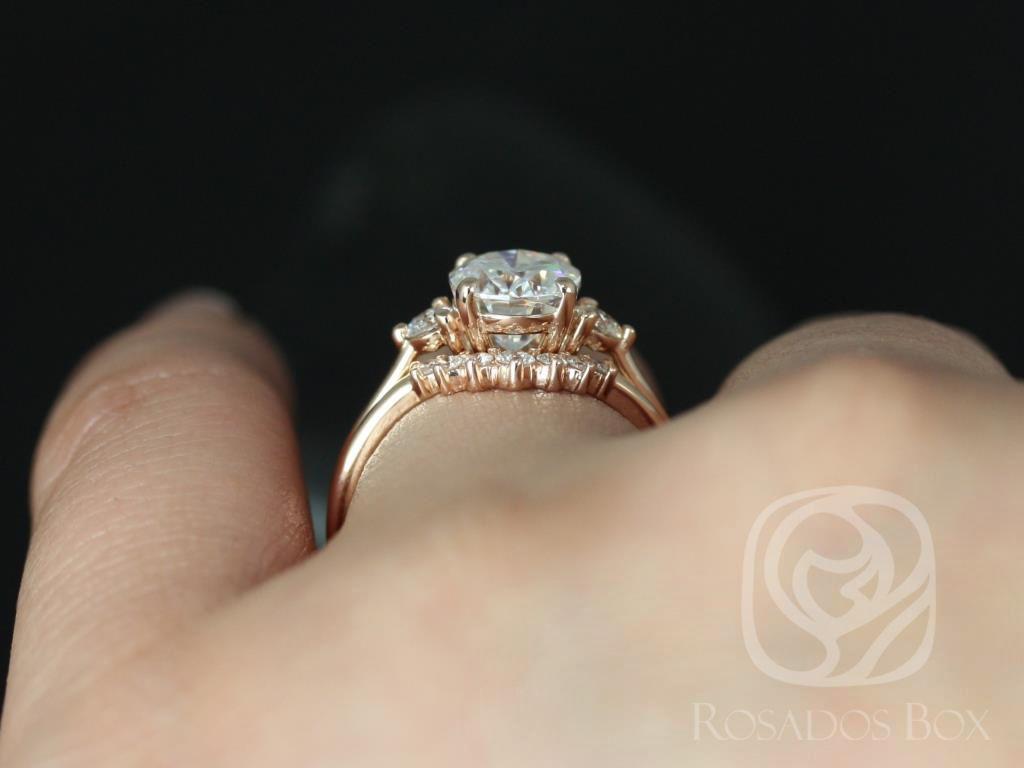 https://www.loveandpromisejewelers.com/media/catalog/product/cache/feefdef027ccf0d59dd1fef51db0610e/g/l/gloria_9x7mm_rayna_14kt_rose_gold_oval_f1-_moissanite_and_diamonds_3_stone_sunburst_wedding_set_5_.jpg