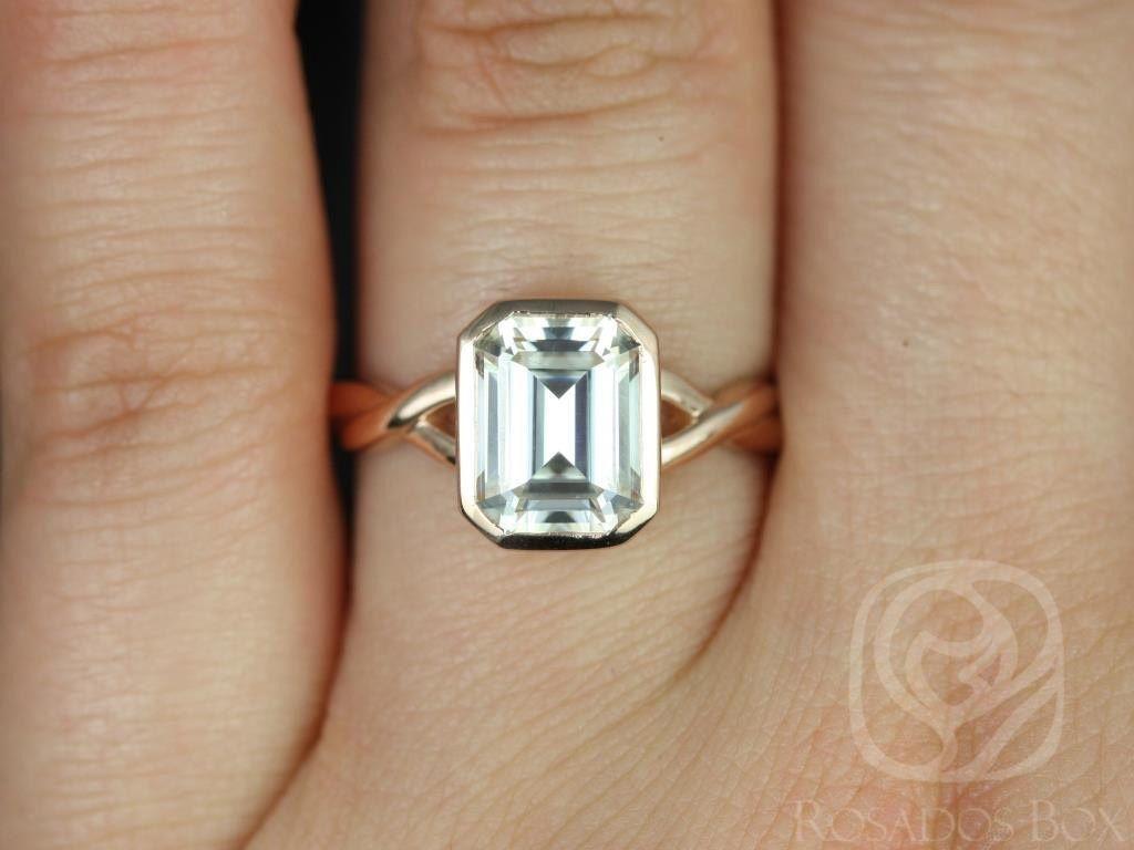 https://www.loveandpromisejewelers.com/media/catalog/product/cache/feefdef027ccf0d59dd1fef51db0610e/l/e/leslie_9x7mm_14kt_rose_gold_emerald_fb_moissanite_bezel_twist_engagement_ring3wm.jpg