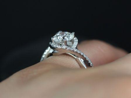 https://www.loveandpromisejewelers.com/media/catalog/product/cache/feefdef027ccf0d59dd1fef51db0610e/m/a/martiza_fb_moissanite_engagement_ring_1_.jpg