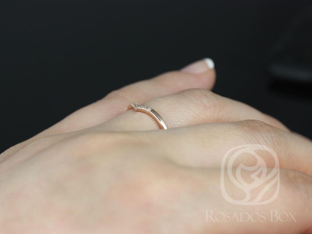 https://www.loveandpromisejewelers.com/media/catalog/product/cache/feefdef027ccf0d59dd1fef51db0610e/m/o/mo_14kt_rose_gold_chevron_style_diamond_wedding_band_1_.jpg
