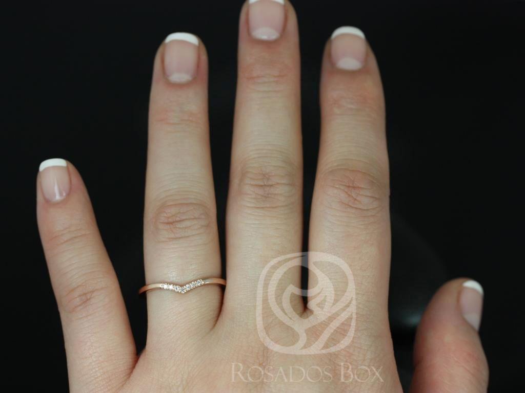 https://www.loveandpromisejewelers.com/media/catalog/product/cache/feefdef027ccf0d59dd1fef51db0610e/m/o/mo_14kt_rose_gold_chevron_style_diamond_wedding_band_5_.jpg