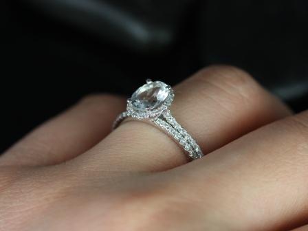 https://www.loveandpromisejewelers.com/media/catalog/product/cache/feefdef027ccf0d59dd1fef51db0610e/r/e/rebecca_white_topaz_diamond_wedding_set_5_.jpg