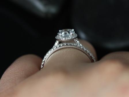 https://www.loveandpromisejewelers.com/media/catalog/product/cache/feefdef027ccf0d59dd1fef51db0610e/r/e/rebecca_white_topaz_diamond_wedding_set_6_.jpg