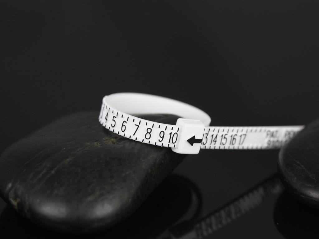 https://www.loveandpromisejewelers.com/media/catalog/product/cache/feefdef027ccf0d59dd1fef51db0610e/r/i/ring_sizer_1_.jpg