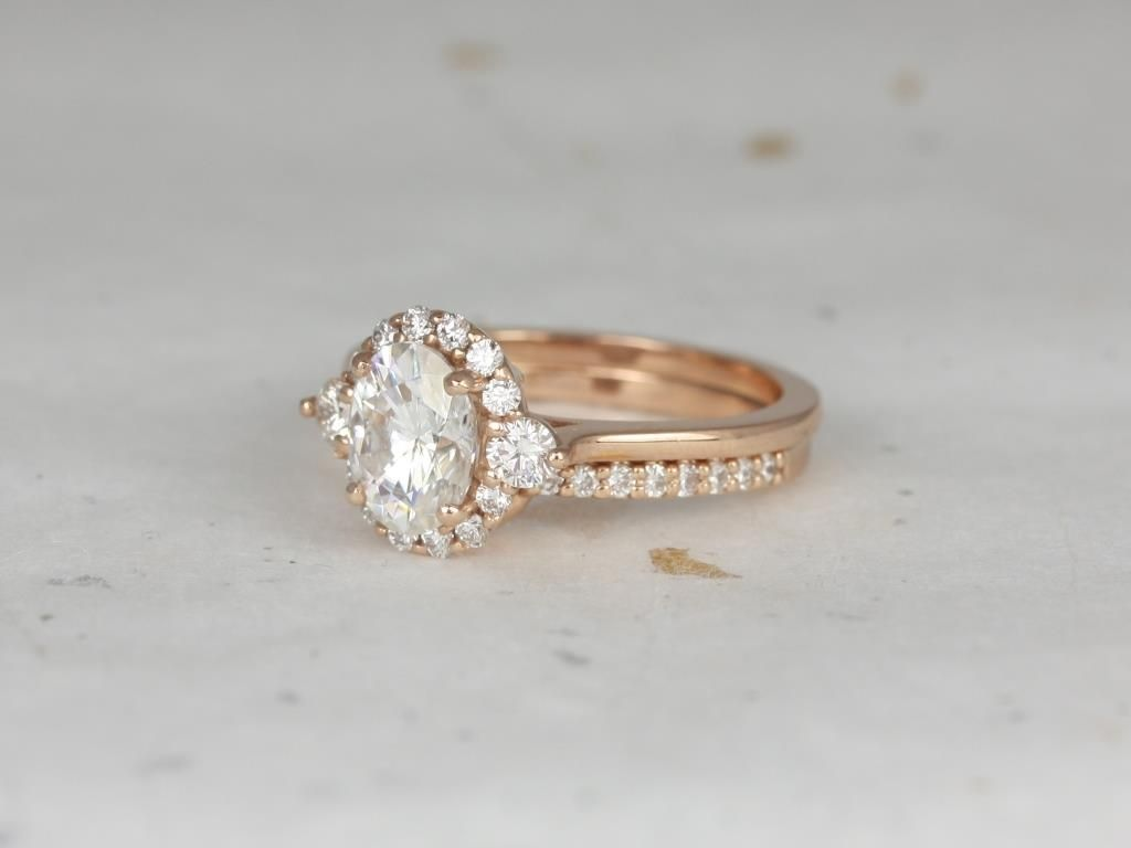 https://www.loveandpromisejewelers.com/media/catalog/product/cache/feefdef027ccf0d59dd1fef51db0610e/r/o/rosados_box_britney_8x6mm_14kt_rose_gold_oval_forever_one_moissanite_and_diamonds_halo_wedding_set_2_.jpg