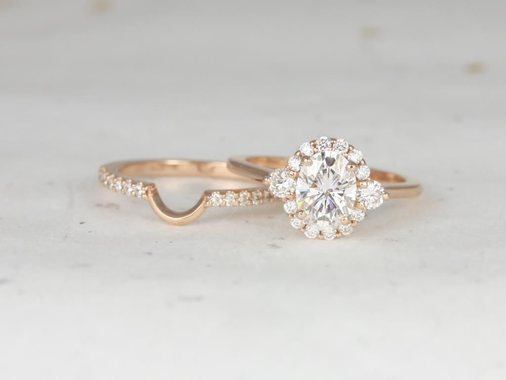 https://www.loveandpromisejewelers.com/media/catalog/product/cache/feefdef027ccf0d59dd1fef51db0610e/r/o/rosados_box_britney_8x6mm_14kt_rose_gold_oval_forever_one_moissanite_and_diamonds_halo_wedding_set_4_.jpg