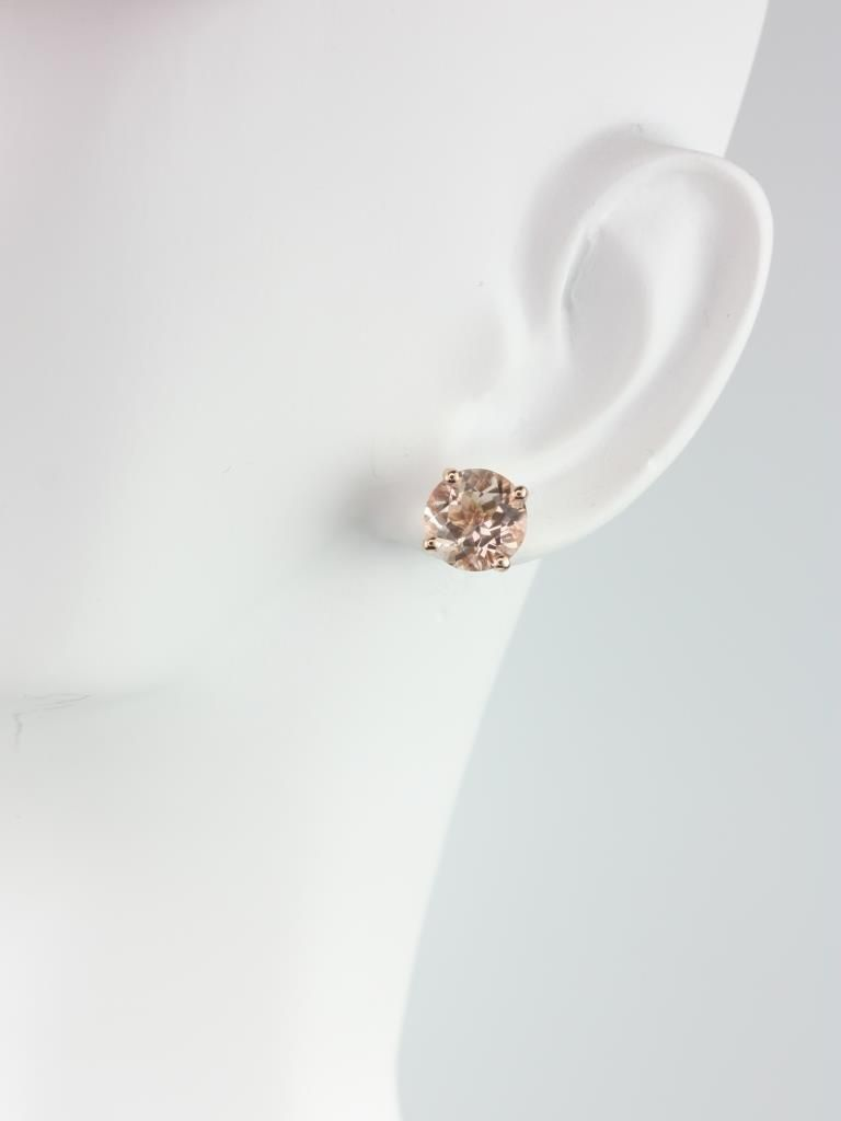 https://www.loveandpromisejewelers.com/media/catalog/product/cache/feefdef027ccf0d59dd1fef51db0610e/r/o/rosados_box_donna_8mm_14kt_rose_gold_round_morganite_leaf_gallery_basket_stud_earrings_2__3.jpg