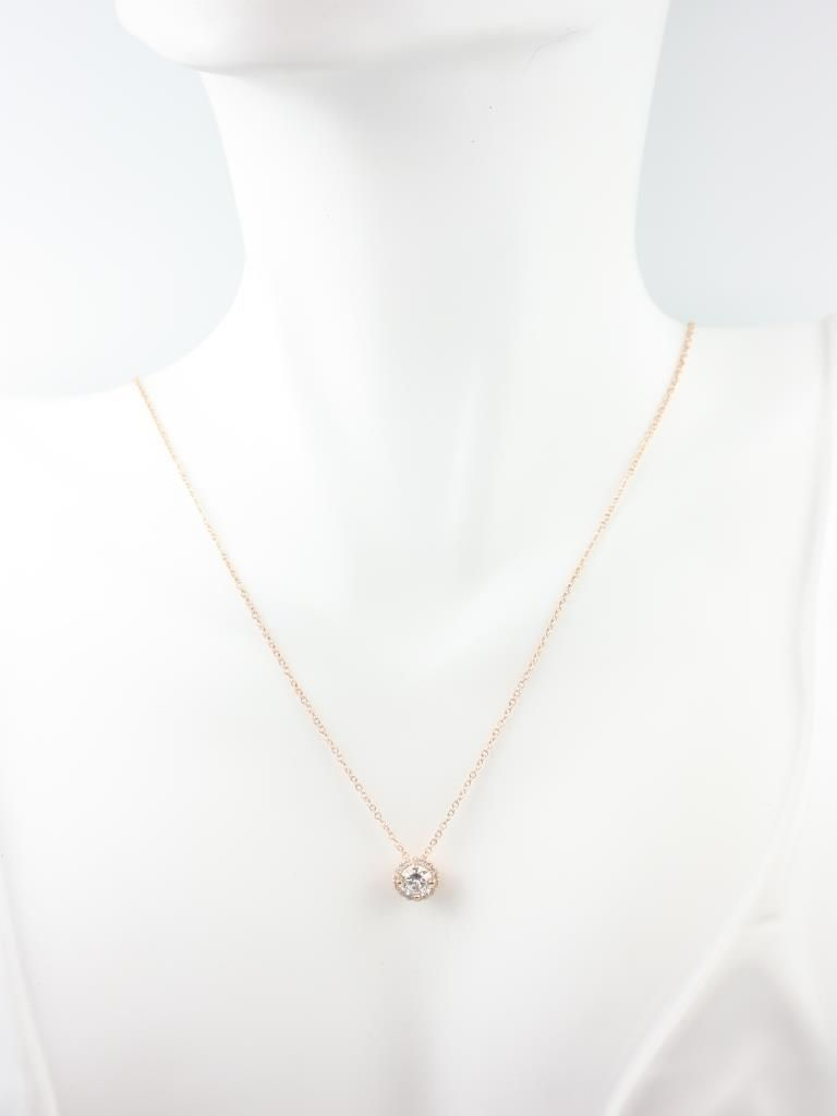 https://www.loveandpromisejewelers.com/media/catalog/product/cache/feefdef027ccf0d59dd1fef51db0610e/r/o/rosados_box_gemma_5mm_14kt_rose_gold_round_f1-_moissanite_and_diamonds_halo_floating_necklace_2__1.jpg