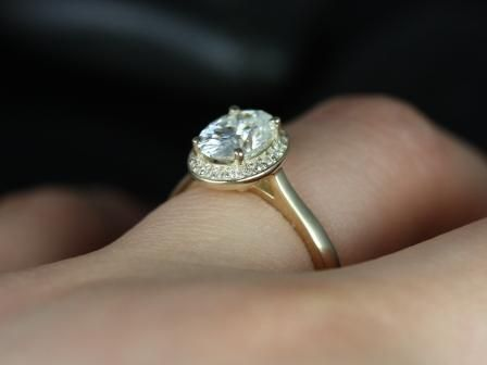 https://www.loveandpromisejewelers.com/media/catalog/product/cache/feefdef027ccf0d59dd1fef51db0610e/s/w/swink_oval_fb_moissanite_14kt_yellow_gold_2_.jpg