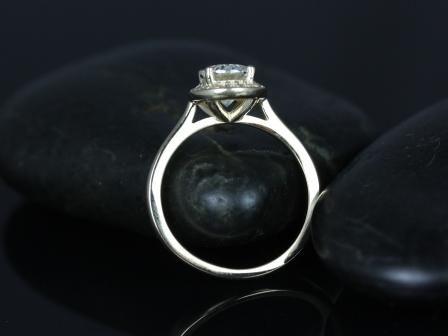 https://www.loveandpromisejewelers.com/media/catalog/product/cache/feefdef027ccf0d59dd1fef51db0610e/s/w/swink_oval_fb_moissanite_14kt_yellow_gold_4_.jpg
