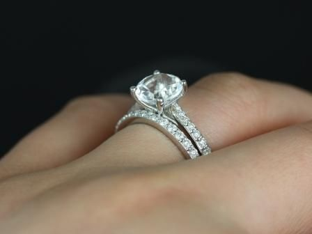 https://www.loveandpromisejewelers.com/media/catalog/product/cache/feefdef027ccf0d59dd1fef51db0610e/t/a/taylor_medio_size_round_white_topaz_wedding_set_2_.jpg