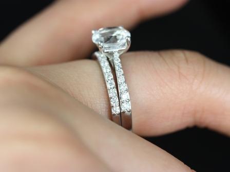 https://www.loveandpromisejewelers.com/media/catalog/product/cache/feefdef027ccf0d59dd1fef51db0610e/t/a/taylor_medio_size_round_white_topaz_wedding_set_4_.jpg