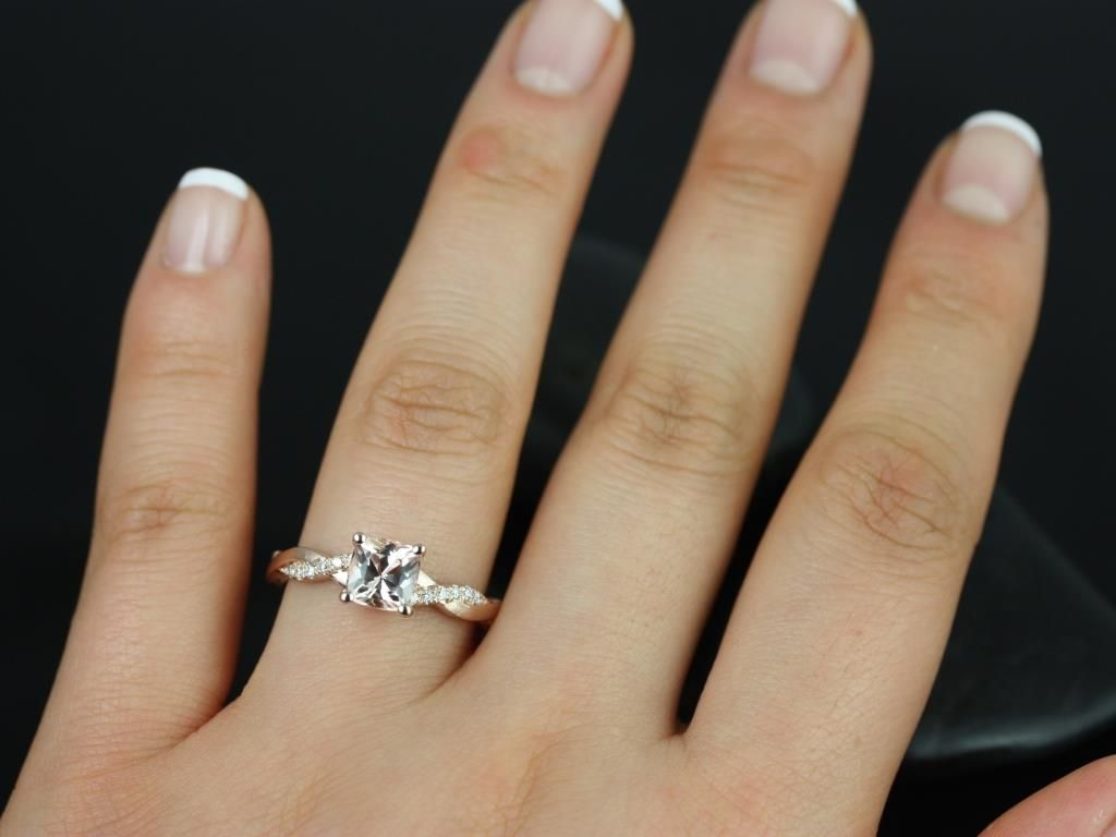https://www.loveandpromisejewelers.com/media/catalog/product/cache/feefdef027ccf0d59dd1fef51db0610e/t/r/tressa_morganite_diamond_rose_gold_engagement_ring_1_.jpg