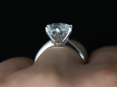 https://www.loveandpromisejewelers.com/media/catalog/product/cache/feefdef027ccf0d59dd1fef51db0610e/w/e/webster_grande_size_white_topaz_14kt_white_gold_1_.jpg